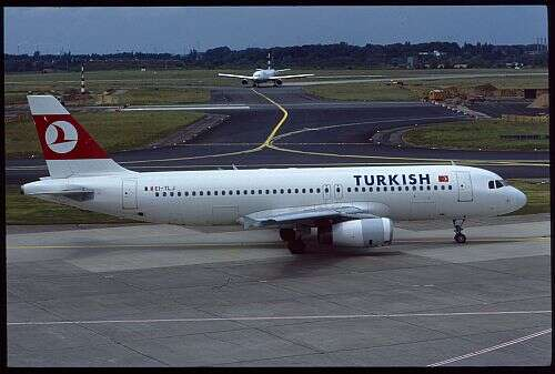N10032  EI-TLJ  Airbus A320  Turkish leased from Transaer